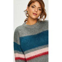 Swetry klasyczne damskie: Pieces - Sweter