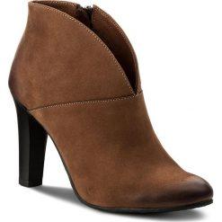 Botki CARINII - B3615/O 793-000-PSK-A92. Brązowe buty zimowe damskie Carinii, z materiału, na obcasie. W wyprzedaży za 209,00 zł.