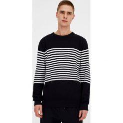 Swetry klasyczne męskie: Sweter z paskami pośrodku