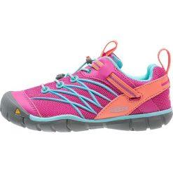 Keen CHANDLER CNX Półbuty trekkingowe very berry/capri. Czerwone buty skate męskie marki Keen, z gumy, outdoorowe. Za 249,00 zł.