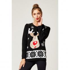 Sweter w kolorze czarnym. Czarne swetry klasyczne damskie marki SCUI, z okrągłym kołnierzem. W wyprzedaży za 139,95 zł.