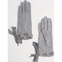 Wełniane rękawiczki - Jasny szar. Szare rękawiczki damskie Mohito, z wełny. Za 49,99 zł.