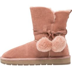 Pier One Botki rose. Czerwone buty zimowe damskie marki Pier One, z materiału. W wyprzedaży za 149,40 zł.