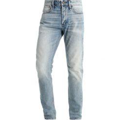 Denham RAZOR Jeansy Slim Fit lightblue denim. Niebieskie jeansy męskie relaxed fit Denham. W wyprzedaży za 411,75 zł.