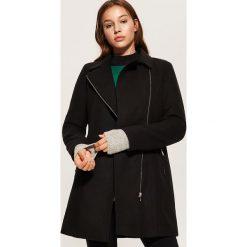 Płaszcz z asymetrycznym zapięciem - Czarny. Czarne płaszcze damskie marki House, l. Za 179,99 zł.
