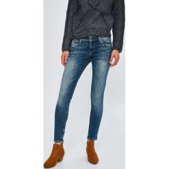 Pepe Jeans - Jeansy Cher. Niebieskie jeansy damskie marki Pepe Jeans, z obniżonym stanem. Za 379,90 zł.