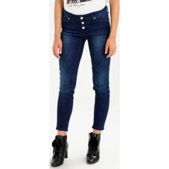 Mustang JASMIN BUTTON Jeansy Slim Fit super stone. Niebieskie jeansy damskie marki Mustang, z aplikacjami, z bawełny. W wyprzedaży za 169,50 zł.