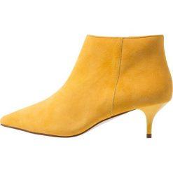 KIOMI Ankle boot yellow. Żółte botki damskie skórzane marki KIOMI. Za 379,00 zł.