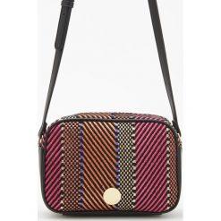 Torby i plecaki: Torebka z plecioną teksturą - Wielobarwn
