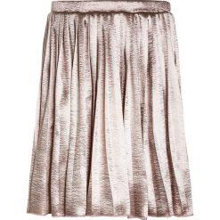 The New GLACE SKIRT Spódnica plisowana adobe rose. Białe spódniczki dziewczęce marki The New, z bawełny. Za 189,00 zł.