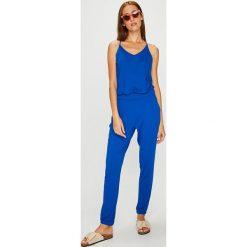Answear - Kombinezon. Niebieskie kombinezony damskie marki bonprix, z nadrukiem, na ramiączkach. W wyprzedaży za 99,90 zł.
