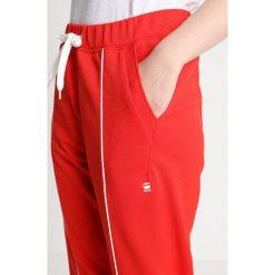 GStar LANC SLIM TRACK PANT Spodnie treningowe dk acid. Czerwone bryczesy damskie marki G-Star, l, z bawełny. Za 419,00 zł.