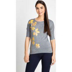 Bluzki damskie: Szara bluzka ze złotym nadrukiem QUIOSQUE