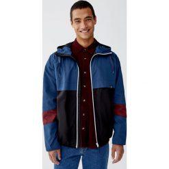 Kurtka z kolorowymi panelami. Niebieskie kurtki męskie Pull&Bear, m, w kolorowe wzory. Za 109,00 zł.