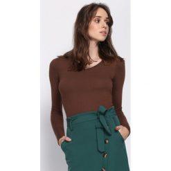 Brązowy Sweter Oneness. Brązowe swetry klasyczne damskie marki Born2be, xs, dekolt w kształcie v. Za 49,99 zł.