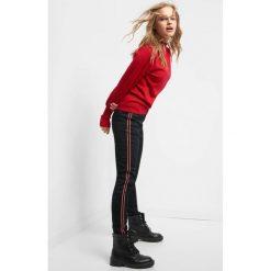 Spodnie z lampasami. Czarne rurki damskie Orsay, z bawełny. Za 79,99 zł.