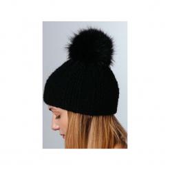 POMPOM - czapka z naturalnym futerkiem. Czarne czapki zimowe damskie Pompom. Za 195,00 zł.