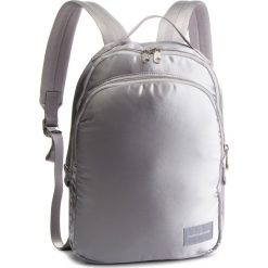 Plecak CALVIN KLEIN JEANS - Satin Sleek Cp 35 K40K400824 910. Szare plecaki męskie marki Calvin Klein Jeans, z jeansu, sportowe. Za 599,00 zł.