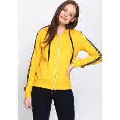 Żółta Bluza Radiant. Żółte bluzy z kieszeniami damskie Born2be, s, z nadrukiem, z kapturem. Za 89,99 zł.