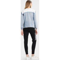 Armani Exchange Kurtka jeansowa indigo denim. Czarne kurtki damskie jeansowe marki Armani Exchange, l, z kapturem. W wyprzedaży za 421,85 zł.
