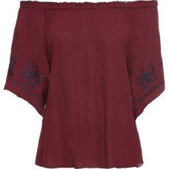 Bluzka z haftem bonprix czerwony rubinowy - kobaltowy. Czerwone bluzki z odkrytymi ramionami marki bonprix, z haftami. Za 49,99 zł.