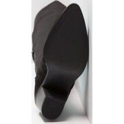 New Look Muszkieterki black. Czarne buty zimowe damskie marki New Look, z materiału, na obcasie. W wyprzedaży za 215,20 zł.