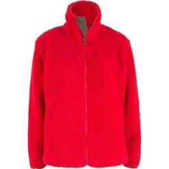 Bluza z polaru baranka bonprix truskawkowy. Czerwone bluzy polarowe bonprix. Za 89,99 zł.