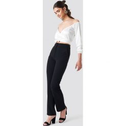 Spodnie z wysokim stanem: Iva Nikolina x NA-KD Spodnie garniturowe – Black