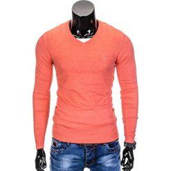 SWETER MĘSKI E74 - KORALOWY. Pomarańczowe swetry klasyczne męskie marki Ombre Clothing, m, z bawełny, z dekoltem w serek. Za 49,00 zł.