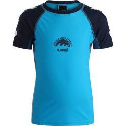 Hummel SWIM TEE Koszulka sportowa turcheese. Niebieskie t-shirty dziewczęce marki Hummel, z elastanu. Za 169,00 zł.