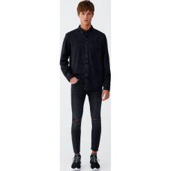 Jeansy superskinny fit z rozcięciami na kolanach. Czarne jeansy męskie relaxed fit marki Pull&Bear, m. Za 62,90 zł.