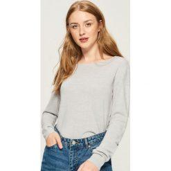 Sweter basic - Jasny szar. Czerwone swetry klasyczne damskie marki Sinsay, l, z nadrukiem. Za 39,99 zł.