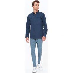 KOSZULA MĘSKA NA SUWAK. Szare koszule męskie na spinki marki Top Secret, m, z klasycznym kołnierzykiem, z długim rękawem. Za 59,99 zł.