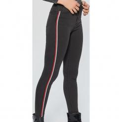 Jeansy HIGH WAIST - Szary. Szare spodnie z wysokim stanem Cropp, z jeansu. Za 99,99 zł.