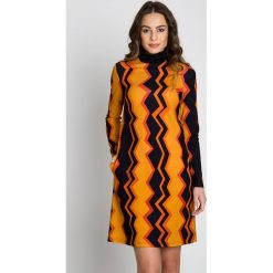 Sukienki: Dzianinowa prosta sukienka w geometryczne wzory  BIALCON