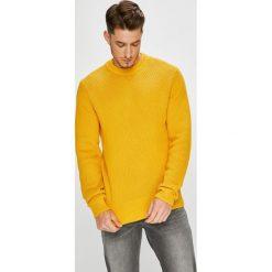 Calvin Klein - Sweter. Pomarańczowe swetry klasyczne męskie marki Calvin Klein, l, z bawełny, z okrągłym kołnierzem. W wyprzedaży za 429,90 zł.