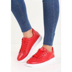 Czerwone Buty Sportowe Slipcover. Czerwone buty sportowe damskie marki KALENJI, z gumy. Za 59,99 zł.
