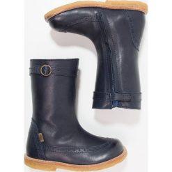 Bisgaard Kozaki blue. Niebieskie buty zimowe damskie marki Roxy, z tworzywa sztucznego, na wysokim obcasie. W wyprzedaży za 381,75 zł.