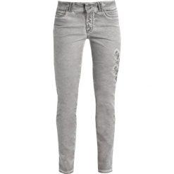 More & More Jeansy Slim Fit dark warm grey. Szare rurki damskie More & More. W wyprzedaży za 347,65 zł.