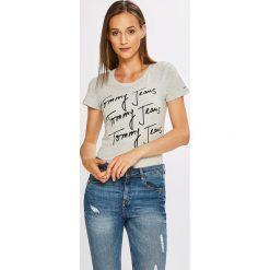 Tommy Jeans - Top. Szare topy damskie marki Tommy Jeans, l, z nadrukiem, z bawełny, z okrągłym kołnierzem. W wyprzedaży za 99,90 zł.