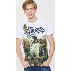 T-shirt z grafiką - Biały. Czarne t-shirty męskie marki House, l, z nadrukiem. Za 49,99 zł.