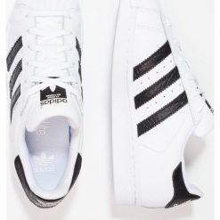Adidas Originals SUPERSTAR Tenisówki i Trampki footwear white/core black. Białe tenisówki męskie marki adidas Originals, z materiału. W wyprzedaży za 179,40 zł.
