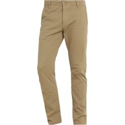 Chinosy męskie: DOCKERS ALPHA Chinosy new british khaki