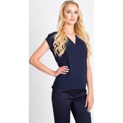 Bluzki damskie: Granatowa bluzka z koronką na plecach QUIOSQUE