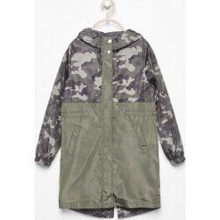 Parka moro - Khaki. Brązowe kurtki dziewczęce marki Reserved, moro. W wyprzedaży za 49,99 zł.