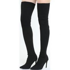 Czarne Kozaki Regalement. Czarne buty zimowe damskie marki Born2be, ze szpiczastym noskiem, na wysokim obcasie, na szpilce. Za 159,99 zł.