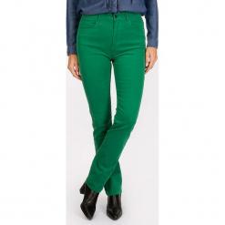 """Dżinsy """"Scottage"""" - Regular fit - w kolorze zielonym. Zielone spodnie z wysokim stanem Scottage, z aplikacjami, ze skóry. W wyprzedaży za 86,95 zł."""