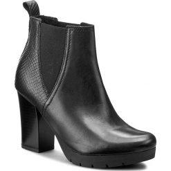 Botki LASOCKI - EWA-02 Czarny. Czarne buty zimowe damskie Lasocki, ze skóry ekologicznej, na obcasie. W wyprzedaży za 125,00 zł.