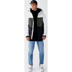 Pikowana kurtka z kapturem i panelami. Brązowe kurtki męskie pikowane Pull&Bear, m, z kapturem. Za 159,00 zł.