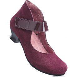 Wygodne czółenka skórzane z paskiem bonprix jeżynowy. Fioletowe buty ślubne damskie bonprix, na obcasie. Za 199,99 zł.